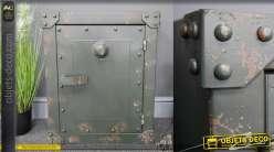 Table d'appoint esprit coffre fort en métal, style ancien avec traces d'oxydation, rivets et équerres de coin, 58cm