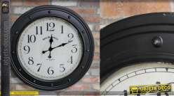 Grande horloge en métal finition vieux noir effet oxydé, esprit hublot de bateau avec rivets apparents, 80cm