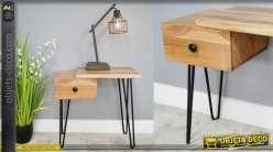 Table de nuit en acacia massif clair, esprit moderne destructuré et pieds en métal finition noir mate, 59cm