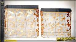 Série de deux meubles d'appoints en métal et verre en forme de papillons finition dorée