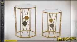 Série de deux tables auxiliaires octogonales finition doré, plateaux en miroir, 53cm