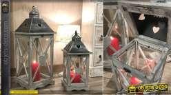 Série de deux lanternes en bois finition gris ancien et chapeaux en métal effet brossé, 66cm