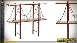 Console  en bois de bouleau finition naturel blanchi, deux niveaux de rangement, forme de pont suspendu, 125cm