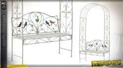 Banc de jardin sous arche en métal, esprit fer forgé finition blanc ancien, motifs d'oiseaux colorés, 228cm de haut