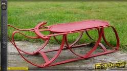 Traineau décoratif en fer forgé rouge antique