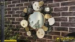 Grand miroir en métal de style moderne, formes de cercles entrelacés finitions brillantes dorée, noires et argentées, Ø60cm