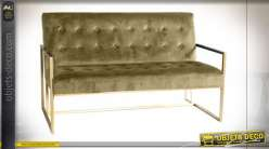 Canapé vert esprit rétro, assise et dossier capitonnés finition dorée, 128cm