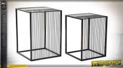 Série de deux tables d'appoint cubiques de style moderne en marbre et métal, 56cm