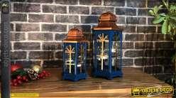Série de deux lanternes en bois et métal, de formes hexagonales, finition bleu canard et cuivré mate, 40cm
