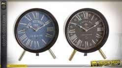 Série de deux horloges à poser style rétro en métal finition noire et dorée vieillie esprit vieux hotels Parisiens, 24cm