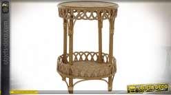 Table auxiliaire à galerie de style exotique en rotin finition naturelle, 60cm
