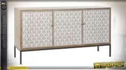 Buffet esprit exotique en bois finition naturelle, imprimé de feuillage tropical blanc sur façade de portes, 150cm