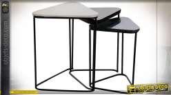 Série de trois tables auxiliaires gigognes en marbre finition beige et noire, style design moderne, 58cm