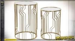 Série de deux tables auxiliaire en métal finition dorée, plateau en miroir style moderne chic, 62cm