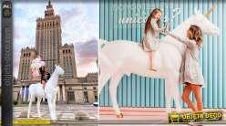 Sculpture géante de licorne blanche en verre stratifié 2,45 mètres
