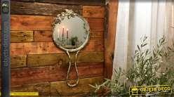 Miroir mural en métal en forme de miroir à main, encadrement en métal finition ancienne, 62cm