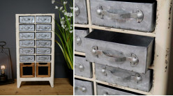 Petit meuble auxiliaire en bois et métal à 14 tiroirs, finitions usées ambiance vintage, façades zinc et tableau noir, 64cm