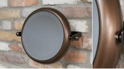 Miroir rond en métal pour salle de bain, modèle inclinable de Ø28cm, finition brun noisette aux reflets cuivrés