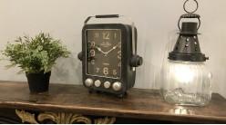 Horloge à poser en métal finition noir charbon effet vieilli, forme de vieille radio ambiance rétro vintage, 31cm