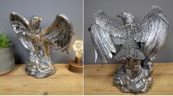 Représentation d'un aigle version Steampunk, en résine effet métallique finition argentée et détails finition laiton, 27cm