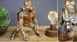 Singe de combat en version steampunk, en résine finition dorée et cuivrée, ambiance planète des singes version chic, 21cm