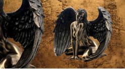 Ailée et séductrice, représentation d'un ange féminin en résine, finition bronze effet ancien à reflets, collection Nudités, 17cm
