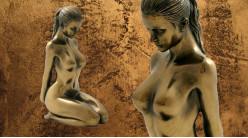Prière et contemplation, représentation d'une femme à genoux, en résine finition dorée effet ancien, collection Nudités, 14cm
