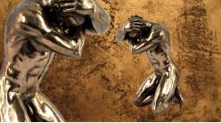 Défense et stratégie, représentation d'un homme nu en position de défense, en résine finition bronze doré, collection Nudités, 14cm