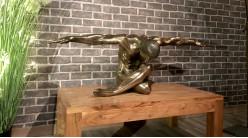 Majestuosité et charisme, grande représentation d'un homme les bras tendus finition vieux bronze, collection Nudités, 136cm