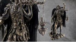 Archange Saint-Michel, représentation de l'ange victorieux avec balance et glaive à la main, en résine finition laiton vieilli, collection Terre des Dieux, 27cm