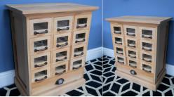 Meuble à tiroirs en bois de mahogany massif, finition brute richement texturée, ambiance meuble de métier, 13 tiroirs, 60cm