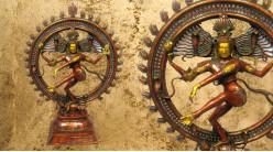 Grande sculpture en laiton massif, représentation de Shiva-Nataraja exécutant la danse de la félicité, 37kg - 106cm