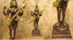 Sculpture en laiton massif de la déese Sarasvati postée debout, divinité symbole de connaissance et des arts, finitions effet anciennes, 49kg - 130cm