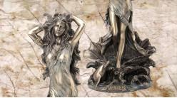 Aphrodite, représentation de la déesse de l'amour sortant de l'eau, en résine finition vieux bronze, collection Mythologie grecque, 28 cm
