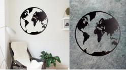 Terre, grande décoration murale en métal représentant notre planète, finition noir charbon, très ajouré, de style moderne contemporain, 80cm