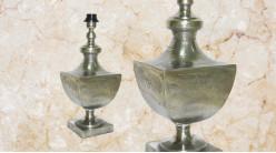 Pied de lampe amphore en bois, modèle Riyad de 44cm, finition effet métal argenté vieilli, ambiance voyage en terre d'Afrique du Nord