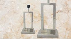Pied de lampe contemporain en métal, modèle Kentucky de 44cm, forme rectangulaire sur socle, finition chromée