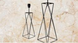 Pied de lampe contemporain en métal, modèle Mississippi de 53cm, base carrée avec fine barres, finition noir charbon