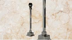 Pied de lampe contemporain en métal, modèle Ohio de 40cm, colonne carrée sur socle, finition chromé argent