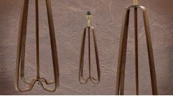Pied de lampe authentique en métal et cuir, modèle Caen de 58cm, formes triangulaires entrecroisées, cuir véritable cigare