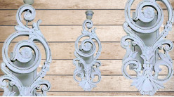 Base d'applique en bois sculpté finition blanc décapé usé, ambiance shabby romantique, 48cm