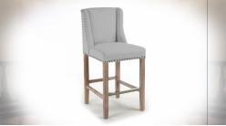 Chaise de bar en lin finition gris clair et clous de tapissier de style classique, 104cm