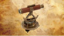 Reproduction d'une alidade de navigation en laiton doré vieilli et cuir, 11cm