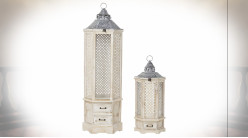 Série de 2 lanternes ajourées esprit cannage en bois de sapin finition naturelle blanchie ambiance orientale, 111cm