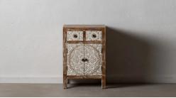 Grande table de chevet en bois sculpté finition blanchie et naturelle, 2 portes et 2 tiroirs, 66cm