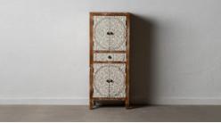Armoire d'appoint en bois sculpté, 4 portes et tiroir central, finition blanchie et naturelle, 110cm