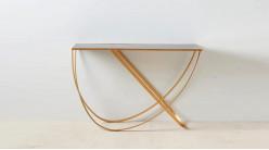 Console design en métal doré effet brossé, plateau en verre miroir teinté noir brillant, 120cm