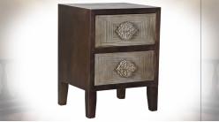 Table de chevet 2 tiroirs en bois de sapin finition brun foncé et gris ambiance orientale, 60cm