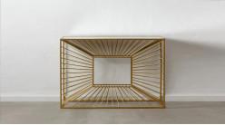 Console géométrique en métal effet profondeur, ambiance design finition dorée et miroir, 120cm