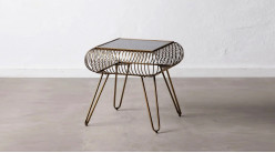 Table d'appoint en métal doré et plateau en verre teinté foncé, ambiance indus chic, 48cm